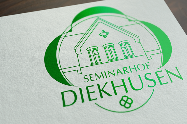 Mockup von dem Seminarhof Diekhusen Logo auf weißem Papier