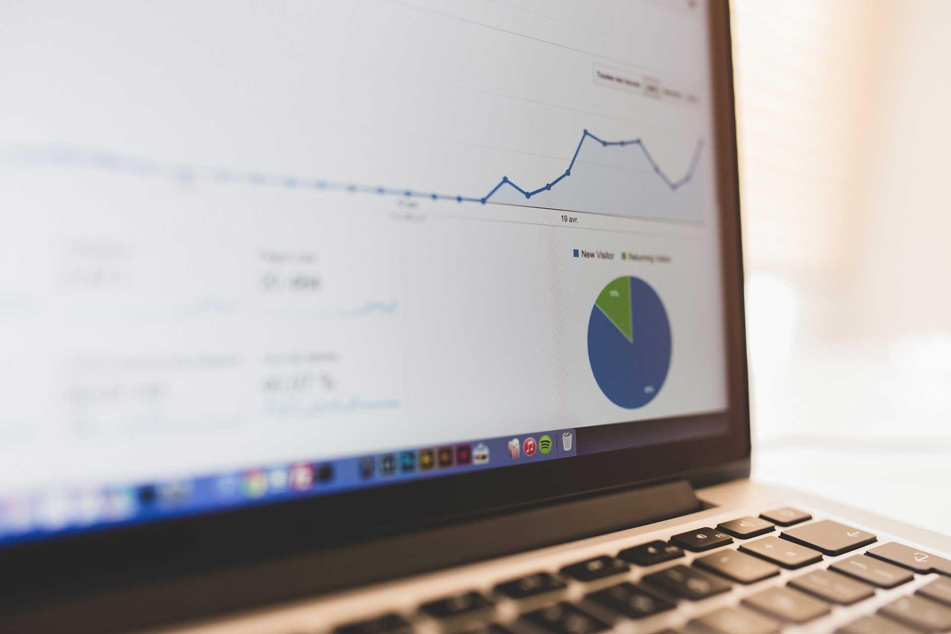 Seitenaufruf Diagramm auf einem Laptop