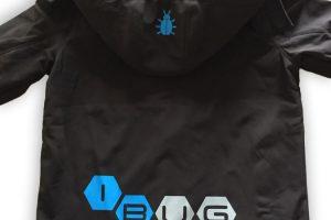 Schwarze windshield Jacke von hinten mit iBUG Logo auf dem Rücken