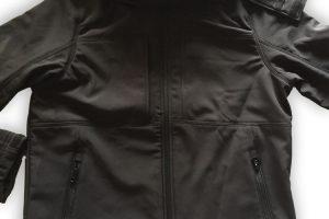 Schwarze Windshield Jacke mit dezentem iBUG Logo