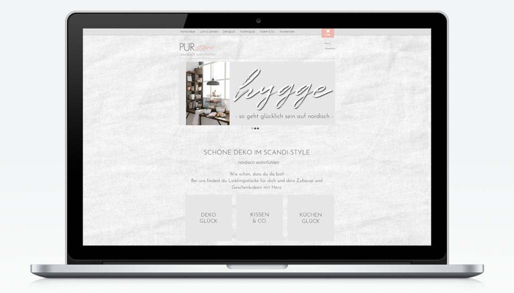 Mockup eines Laptops mit der PUR-Store Website