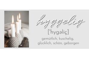 Slider mit einem Bild von Kerzen und den Worten hyggelig, gemütlich, kuschelig, glücklich, schön und geborgen